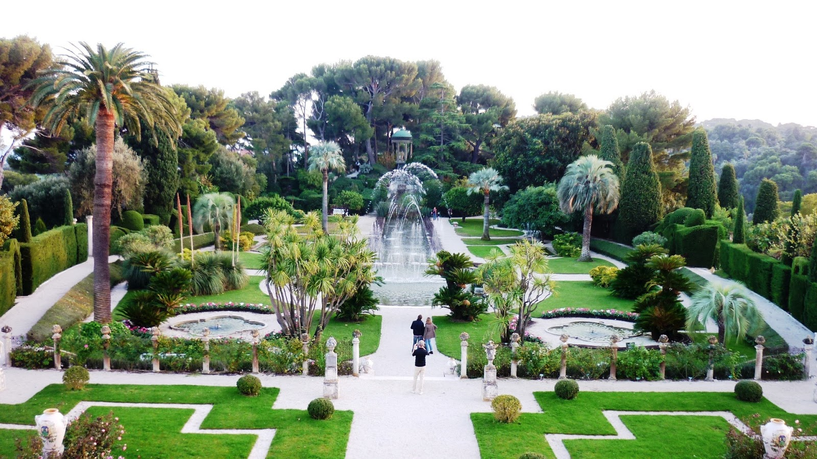 Bensozia the gardens of the villa ephrussi de rothschild for Gardens and villa
