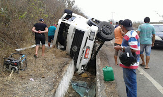 Caminhão perde controle na ladeira do campo comprido em Cuité, na tarde deste sábado