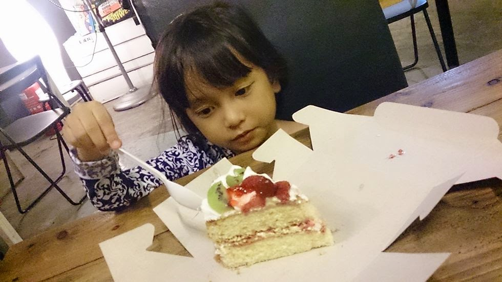 Pastu Dalam Restoran Ni Ada Satu Sudut Cake Corner Kek Dari Cakekers Nak Try Victorian Sandwich Dia