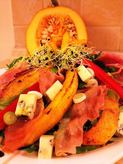 Jesienna sałatka z dynią i szynką parmeńską