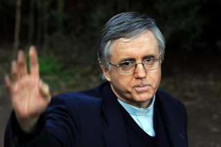 La resolución recordó que Grassi estuvo detenido desde el 23 de octubre al 21 de noviembre de 2002; luego, bajo prisión domiciliaria entre el 7 de marzo de 2012 y el 31 de mayo de ese año y finalmente, en el último período de detención, desde el 23 de setiembre de 2013 hasta la actualidad. De acuerdo con la ley 24.390 se computan dobles los días que exceden a los dos años de prisión preventiva.