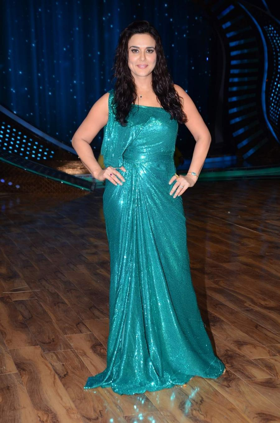 Hindi Actress Preity Zinta Long Hair Photos In Green Dress At Nach Baliye