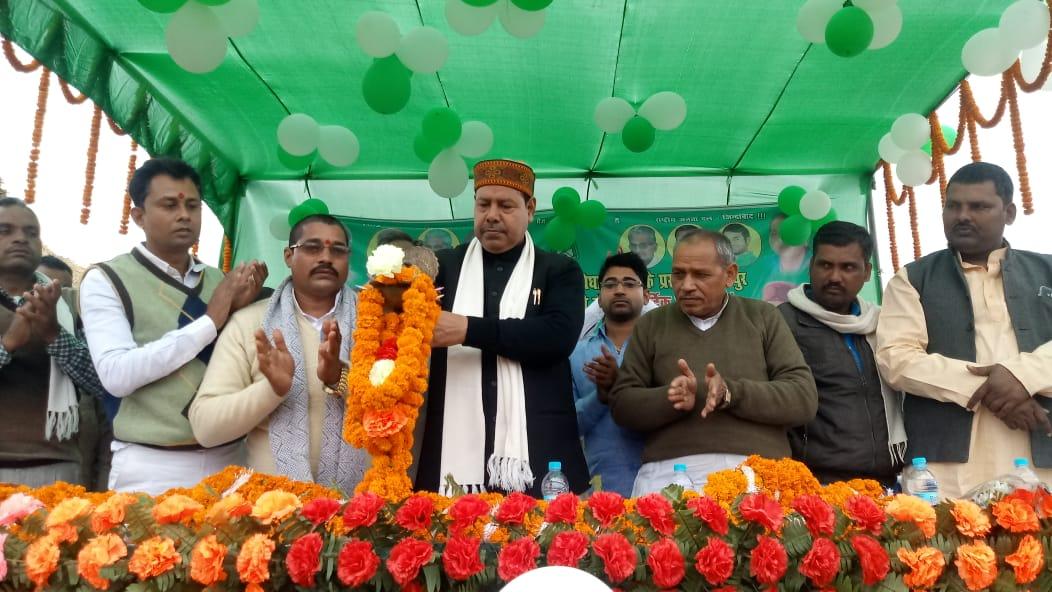राजद विधायक ने जरूरतमंदों के बीच किया कंबल वितरण - नालंदा रिपोर्टर