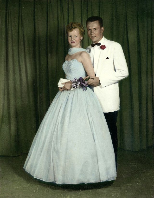 Glamorous Photos That Defined Prom Dresses