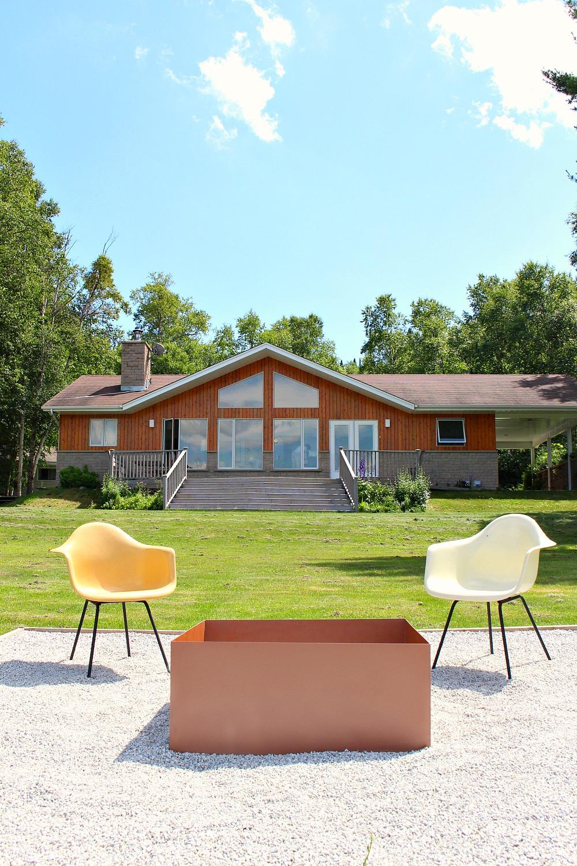 Modern Square DIY Welded Fire Pit (Our Fire Pit Makeover)   Dans le Lakehouse (www.danslelakehouse.com)
