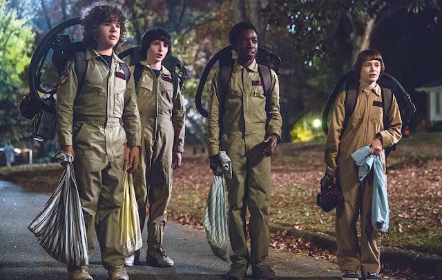 Los chicos de Stranger Things disfrazados de cazafantasmas en lo que es uno de los explícitos homenajes al cine de los 80