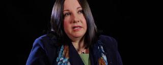 Mulher criada por pais gays publica livro sobre o mal de ser privada de uma mãe