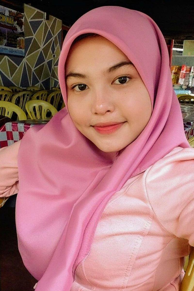 model Cewek IGO jilbab Cantik