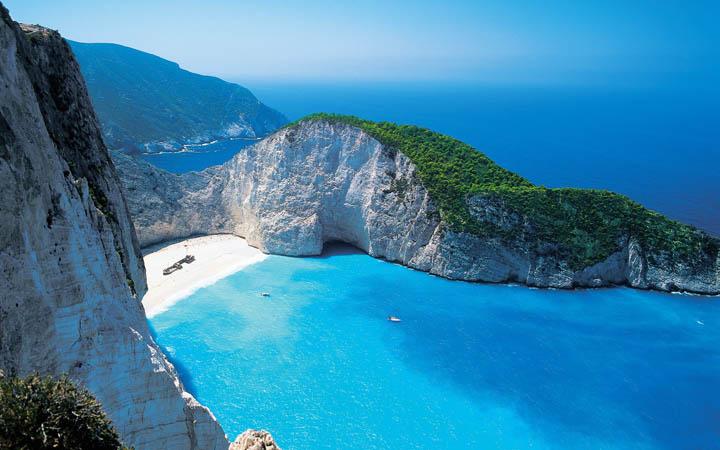 sahil manzarası dağın tepesinden resimlenmiş