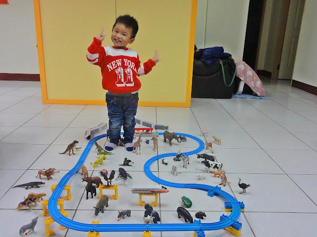 〔小火車〕Tomy Plarail 鐵道王國.普悠瑪超級變化組 + IKEA LILLABO 玩具火車組