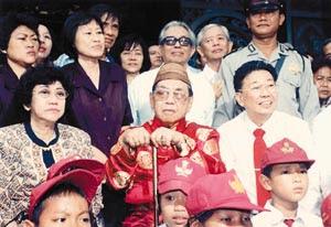 Gus Dur Bapak Tionghoa