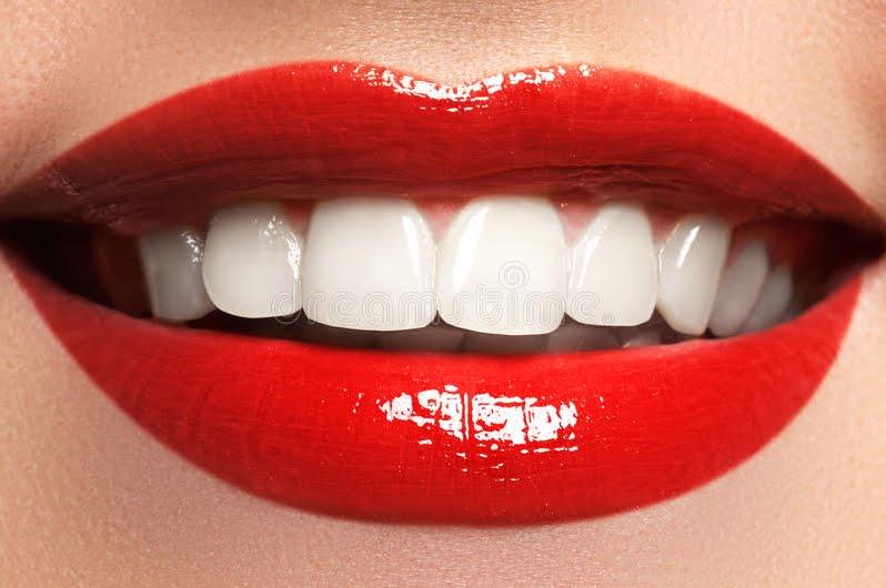 Come le lenti a contatto ma sono per i denti, ecco le lamine di porcellana