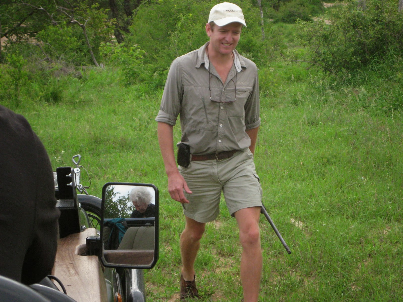 Sabi Sands - Liam takes a look and brings his rifle with him
