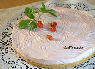 Torta fredda allo yogurt cuore di cioccolato dolci a cucchiaio