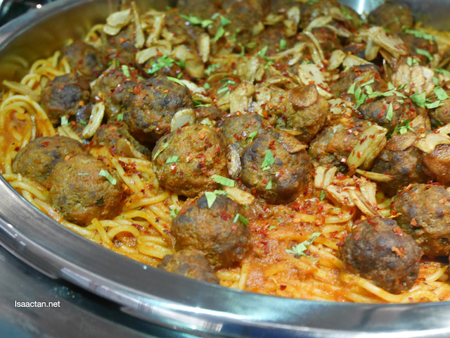 Spaghetti Pasta with Beef Ball and Spicy Tomato Sauce