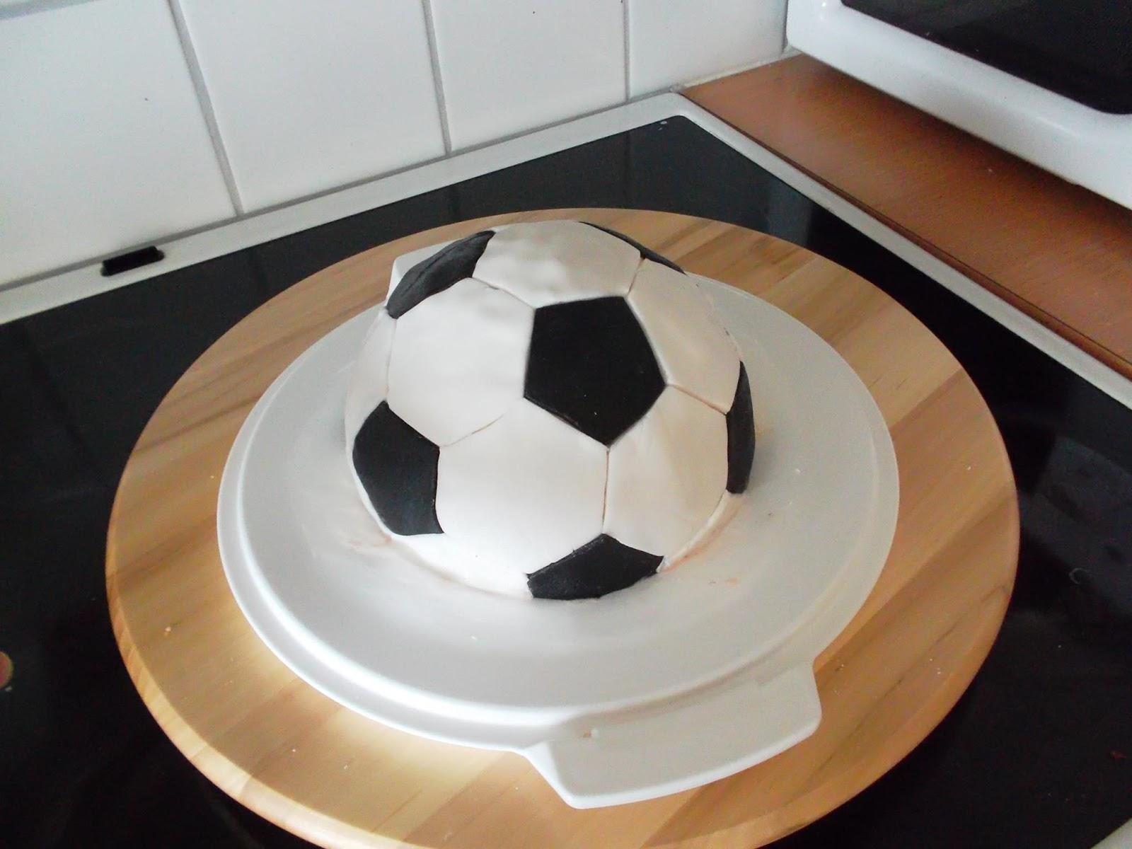 gateau en forme ballon de foot secrets culinaires g teaux et p tisseries blog photo. Black Bedroom Furniture Sets. Home Design Ideas