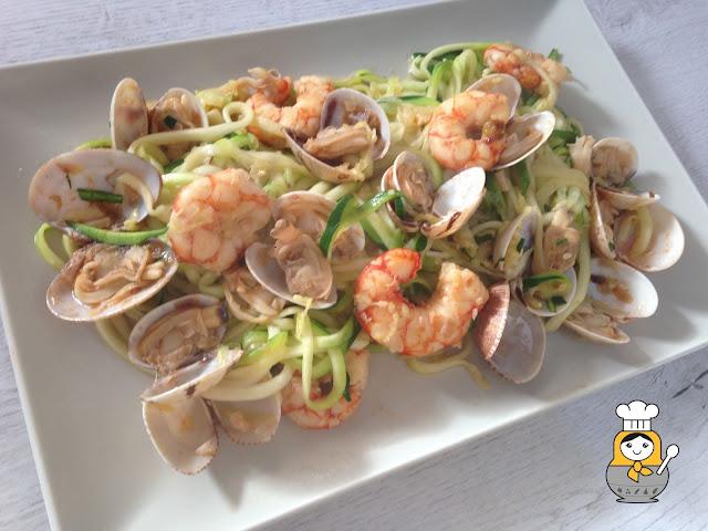 Espaguetis de calabacín con almejas y langostinos
