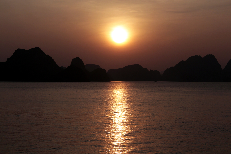 Atardecer en la Bahía de Halong
