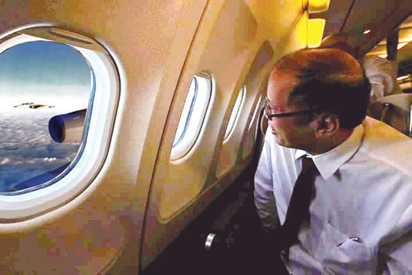 PNoy watches his FA-50 jet fighter escorts