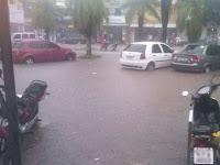 Chuva no Brejo deixa centro de cidade alagado e veículos submersos