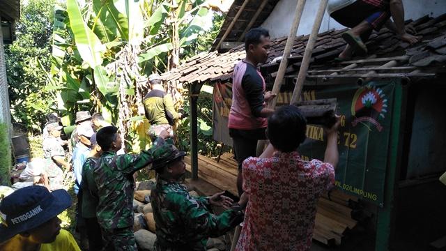 Limpung Bongkar rumah Mbah Samidi