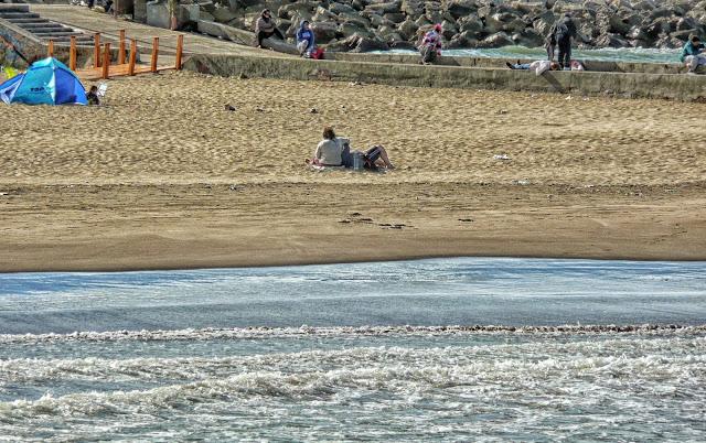 Mar,playa y una pareja