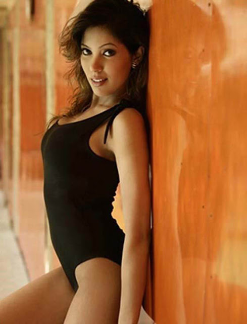 Indian TV Actress Munmun Dutta Black Swimsuit