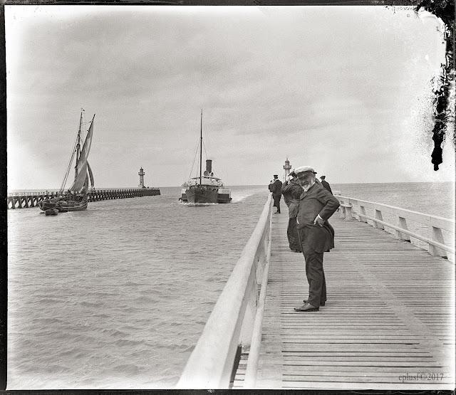 """Arrivée du """"Le Havre-Trouville"""" (circa 1901) La Touques"""
