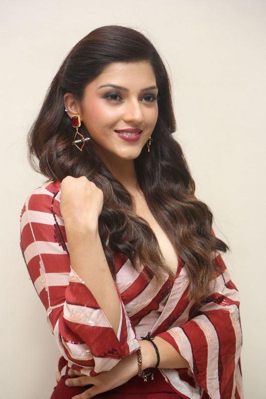 Images for Actress Mehrene Kaur Pirzada pics