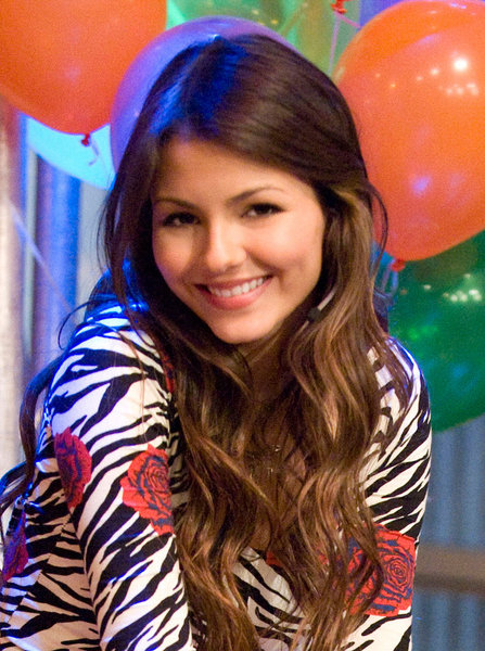 Extra Gossip Victoria Justice Hot Modeling Pictures