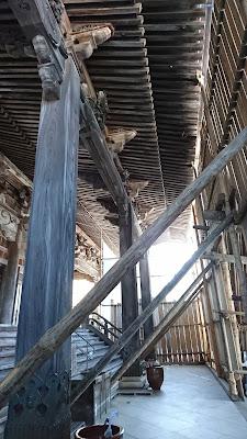 井波瑞泉寺の雪囲い内部