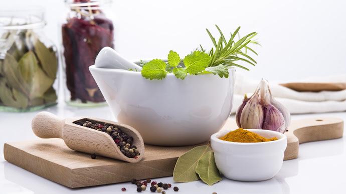 Wallpaper: Herbs. Garlic. Pepper. Turmeric. Rosemary