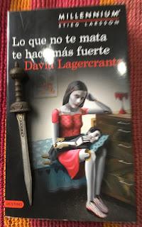 Portada del libro Lo que no te mata te hace más fuerte, de David Lagercrantz
