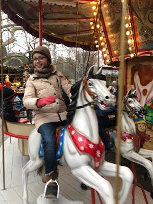 Dorothea auf dem historischen Karussell in Baden-Baden/ Christkindelsmarkt 2018