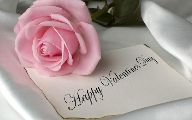 Roze roos en een briefje met de tekst Happy Valentines Day