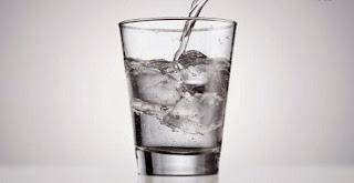 Hasil gambar untuk es batu dalam air