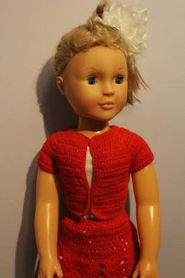 bluzka na szydełku dla dużej lalki
