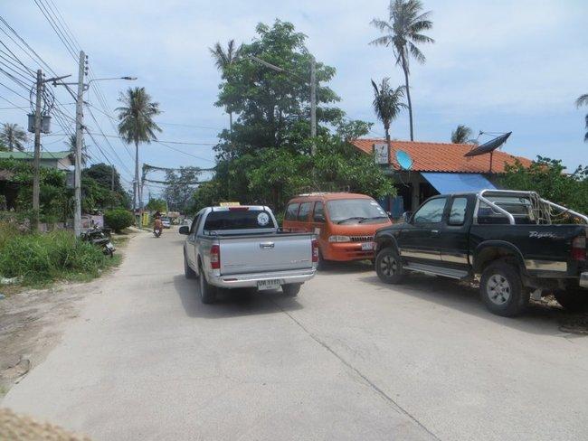 Такси на острове Тао в виде пикапов