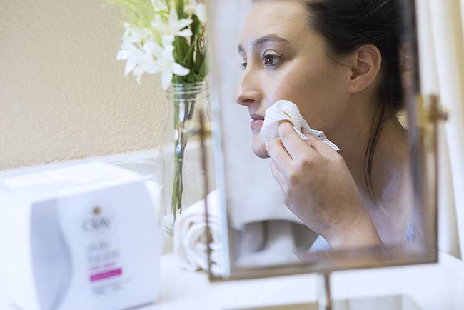 How-To: Nighttime Face Washing Routine with Olay Daily Facials Cleansing Cloths