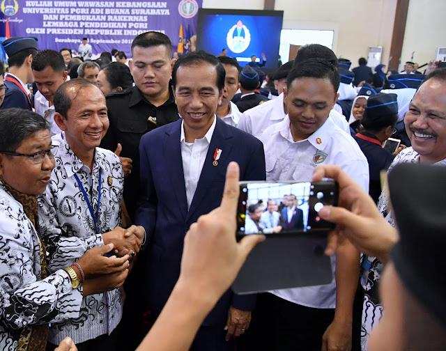 Jokowi: Tunjangan Guru Dihentikan, Itu Kabar Bohong!