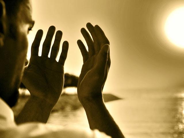 http://4.bp.blogspot.com/-tQwEvQQVG68/VBVhOkf8hTI/AAAAAAAADQU/PYxs31PrggI/s1600/adab-berdoa.jpg