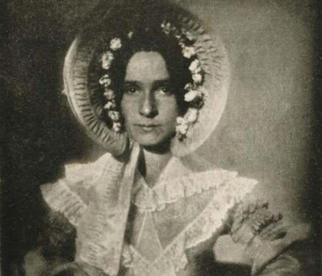 Primeira mulher a ser fotografada na história (Imagem: Reprodução/Megacurioso)