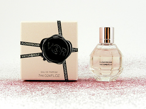 a fragrance review viktor rolf flowerbomb eau de parfum. Black Bedroom Furniture Sets. Home Design Ideas