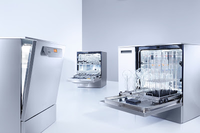laboratory glassware washers showing loading racks and glassware