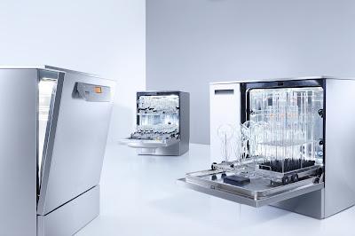 laboratory glassware washers showing loading racks and glassware