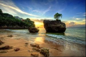 Tempat-tempat Keren Yang Wajib Dikunjungi Saat Di Bali 06 Pantai Padang-padang