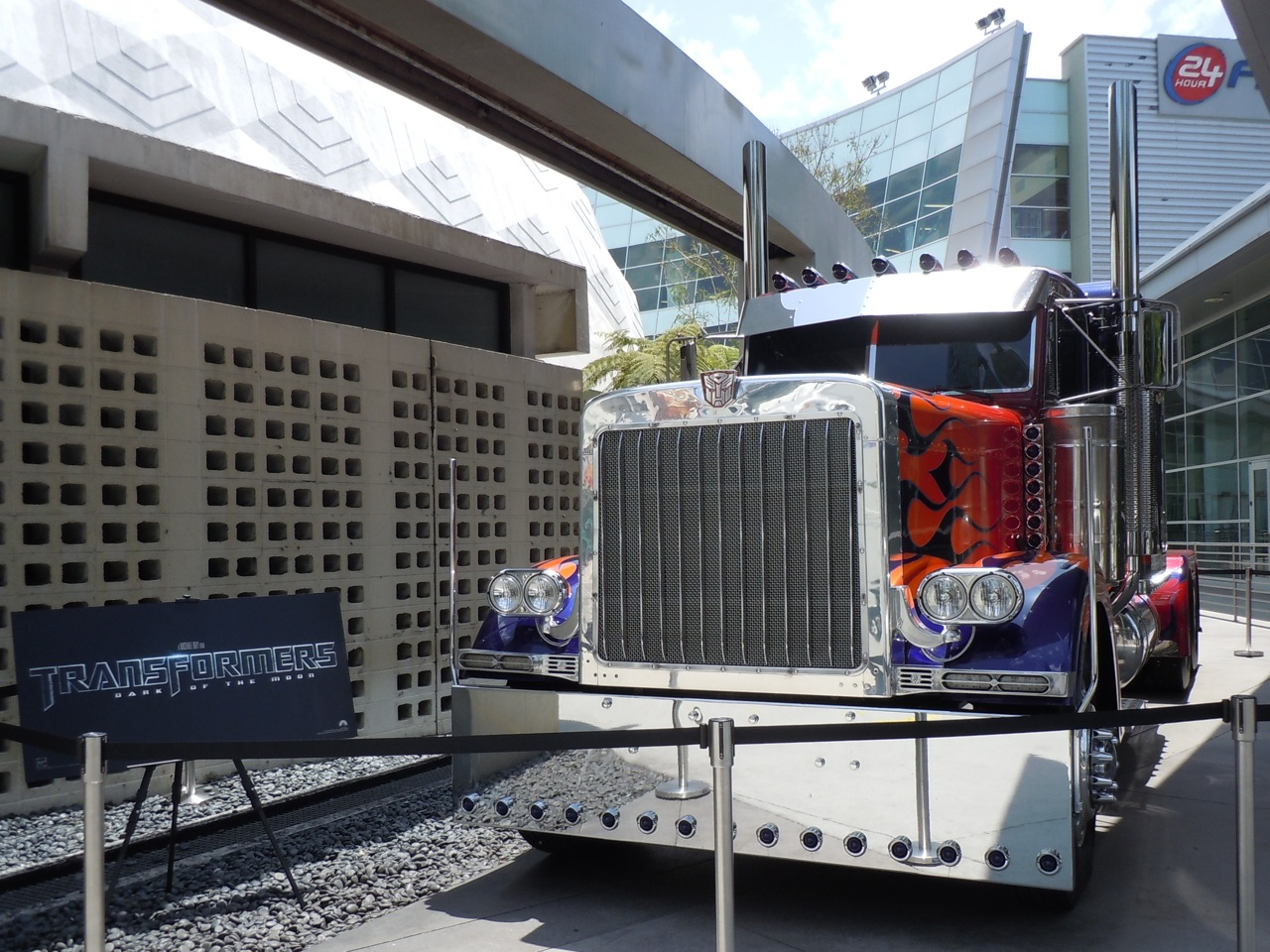 Hollywood Movie Costumes and Props: Optimus Prime truck ...