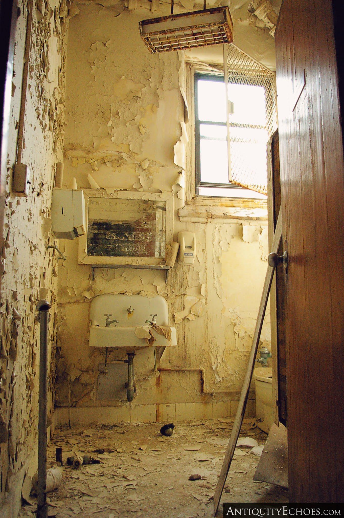 Overbrook Asylum - Unclean Washroom