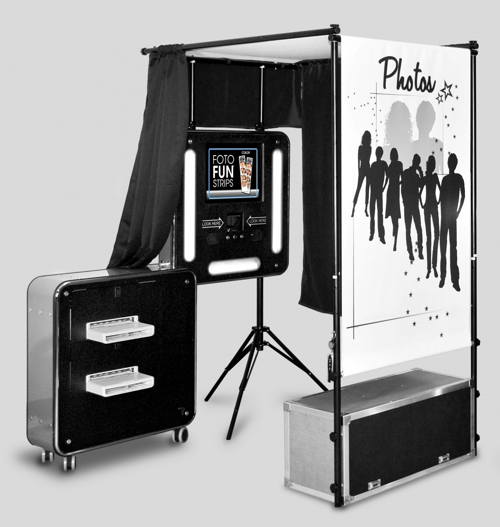 Capture me booth best wedding photo booth in los angeles if you havent heard of photo booths where on earth have you been living they are perhaps the most famous element to add to parties and weddings solutioingenieria Gallery