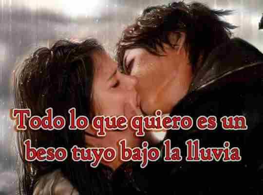 beso romántico bajo la lluvia